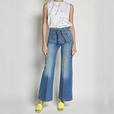 jeans a zampa con cintura e taschine