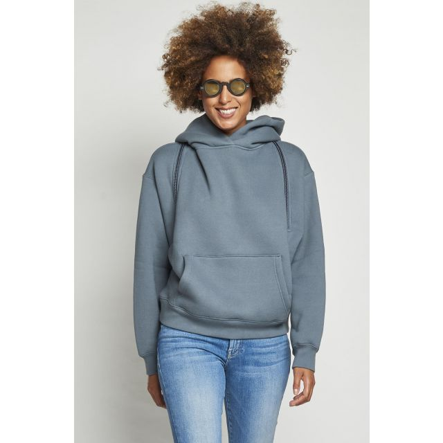 gray hooded sweatshirt