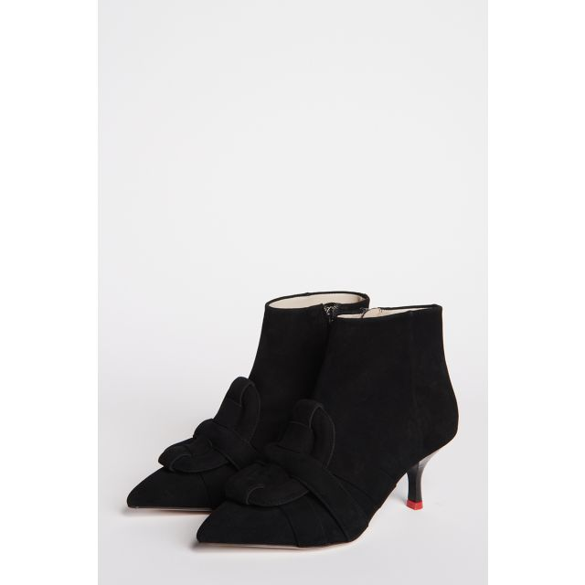 Pointed ankle boot in black suede