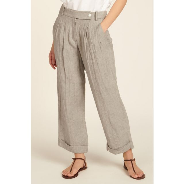 Trousers in linen
