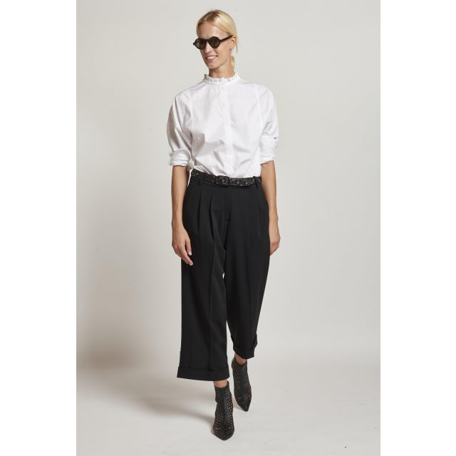 black trousers with pinces