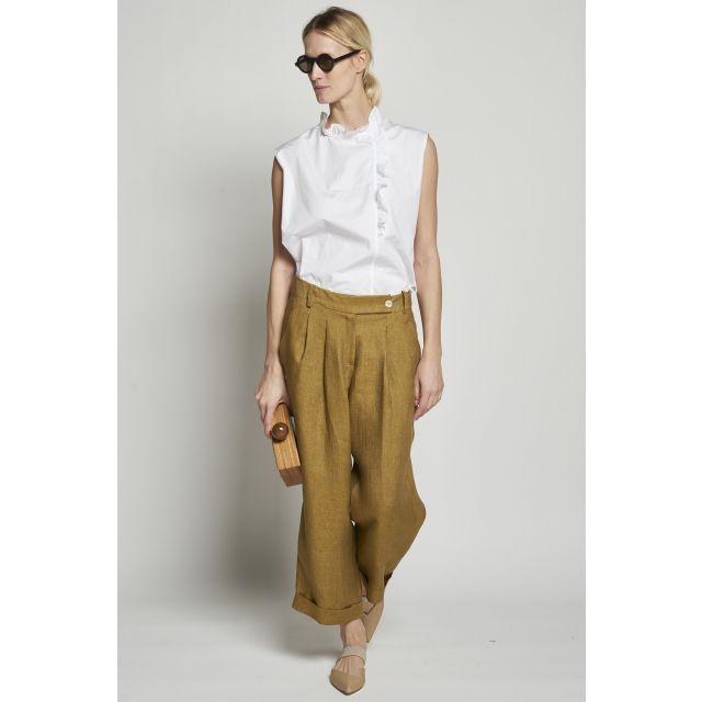 Trousers in linen