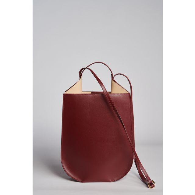 Shoulder bag in burgundy leather