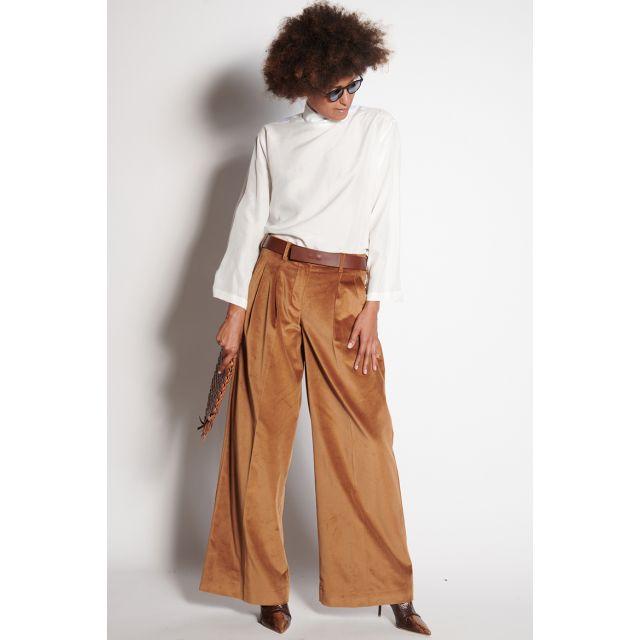 Pantaloni in velluto cammello con pince