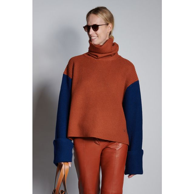 Three-color ribbed sweater