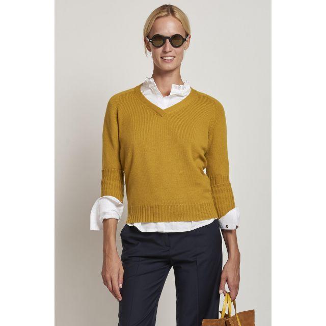 maglione giallo con scollo a V