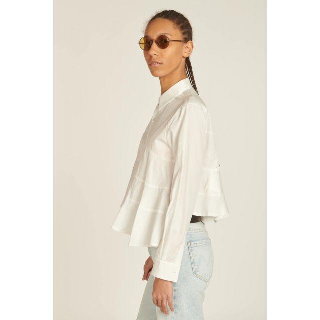 camicia bianca svasata con tagli