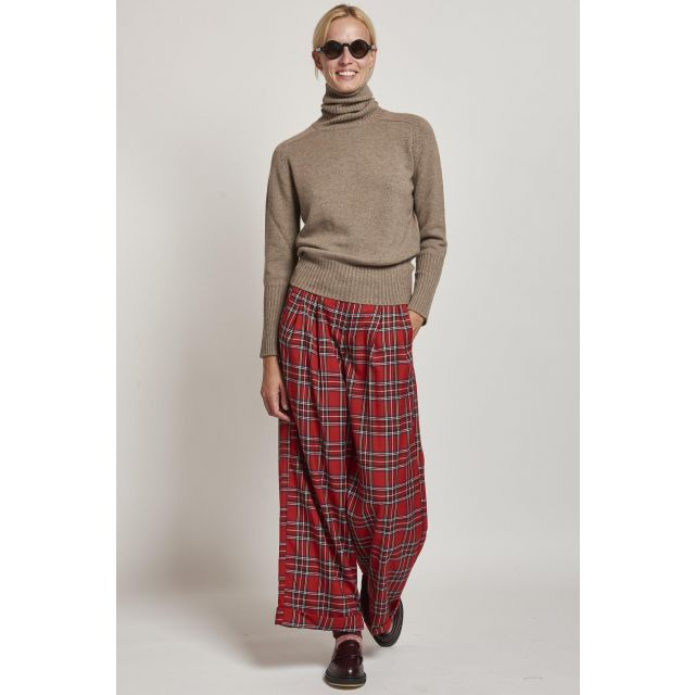 red tartan trousers with pinces