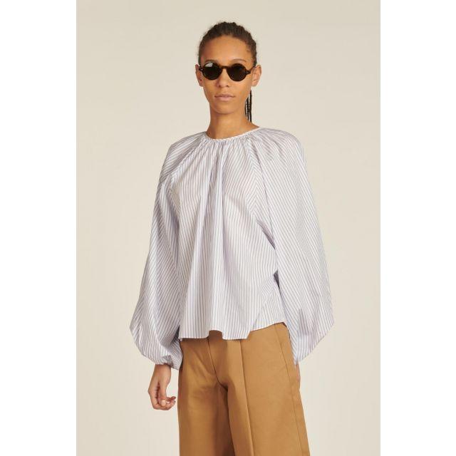 Camicia over a righe bianche e azzurre