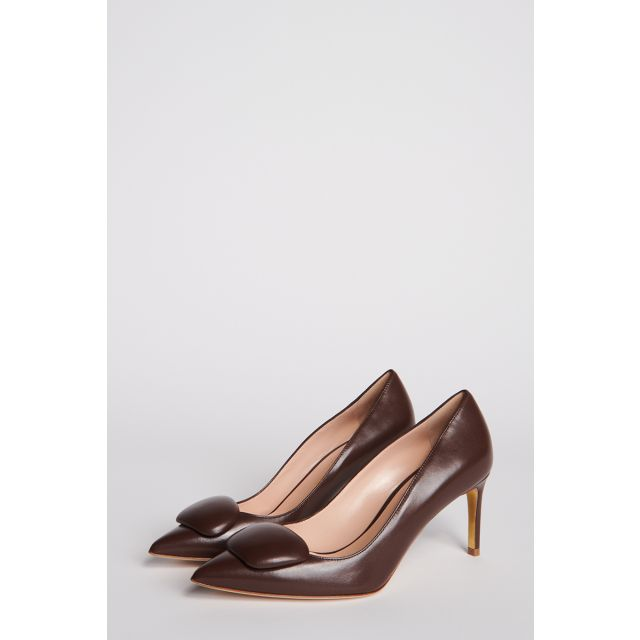 Brown leather pumps with button