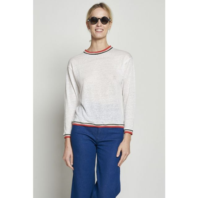 Sweater with contrasting edges