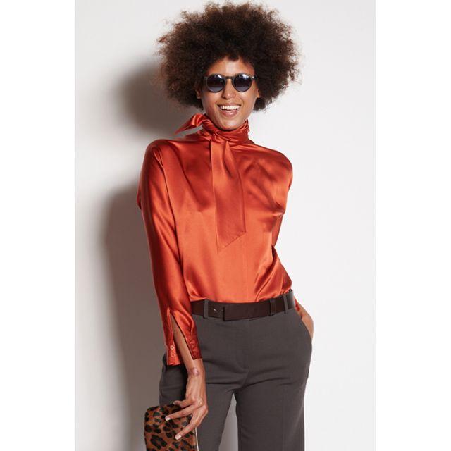 Camicia arancione maniche lunghe con sciarpa