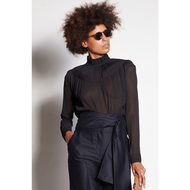 Camicia nera con collo arricciato