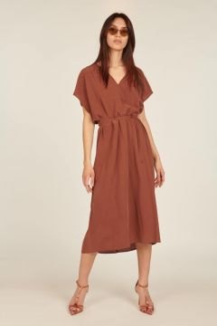 Short-sleeved dress with belt at the waist