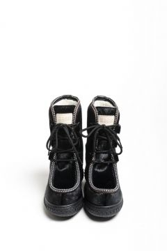 Lace-up booties in seal skin with rubber sole