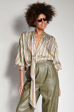 Camicia a righe verdi e bianche con sciarpa