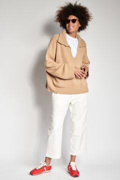 White trousers with corduroy pockets