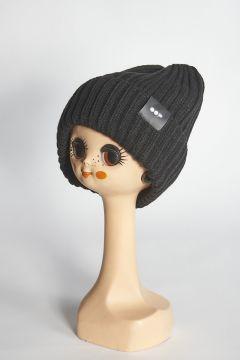Cappello nero a coste