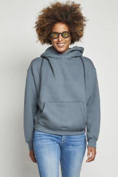 gray hooded sweatshirt