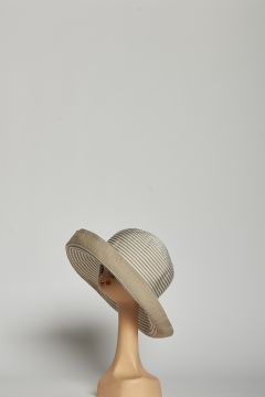 Large round hat with white and beige stripes with hem