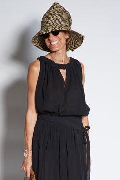 Black cotton top with elastic collar
