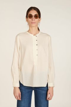 White round neck shirt