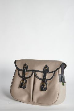 Gray shoulder bag with straps closure