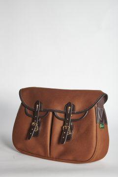 Brown shoulder bag with straps closure