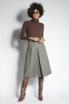 Gray skirt with pleats