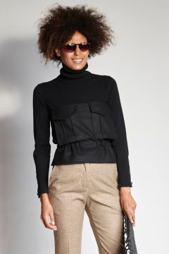 Black top with pockets