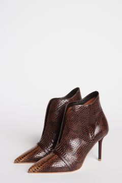 Pointed ankle boot with heel