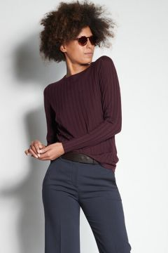 Ribbed burgundy crewneck sweater