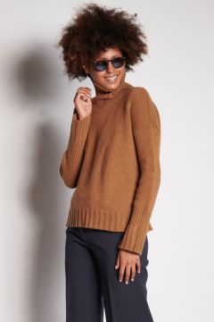 Tobacco turtleneck with ribbed cuffs