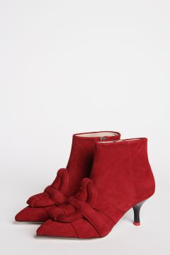 Pointed ankle boot in red suede