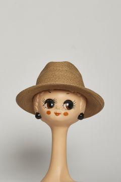 Beige straw hat with decoration