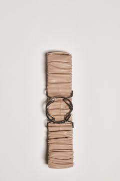 Cintura beige con arriccio e fibbia ad incastro
