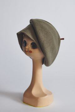 Army green beret in wool