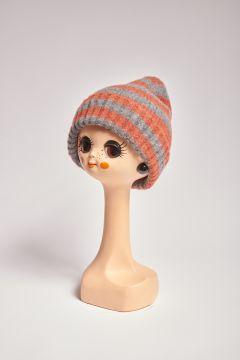 Cappello in lana a righe grigie e blu