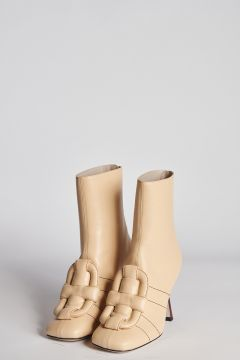 Squared ivory leather ankle boot with detail