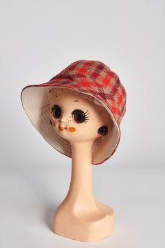 Cappello rosso a quadri