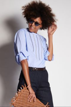 Blue shirt embroidered with plastron