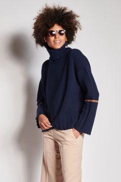 Blue cashmere turtleneck with band on the arm