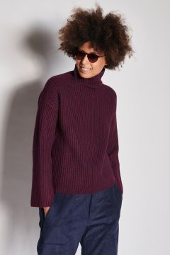Ribbed cashmere blue burgundy turtleneck