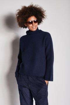 Blue ribbed cashmere turtleneck