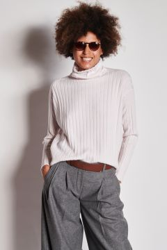 Ribbed ivory oversized cashmere sweater