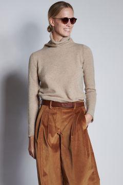 Beige turtleneck in light cashmere