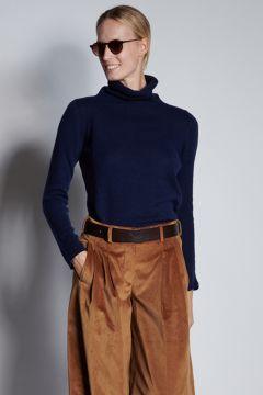Blue turtleneck in light cashmere