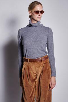Gray turtleneck in light cashmere