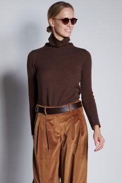 Brown turtleneck in light cashmere