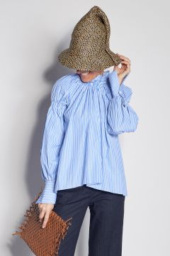 Striped shirts with asymmetrical smoke point collar
